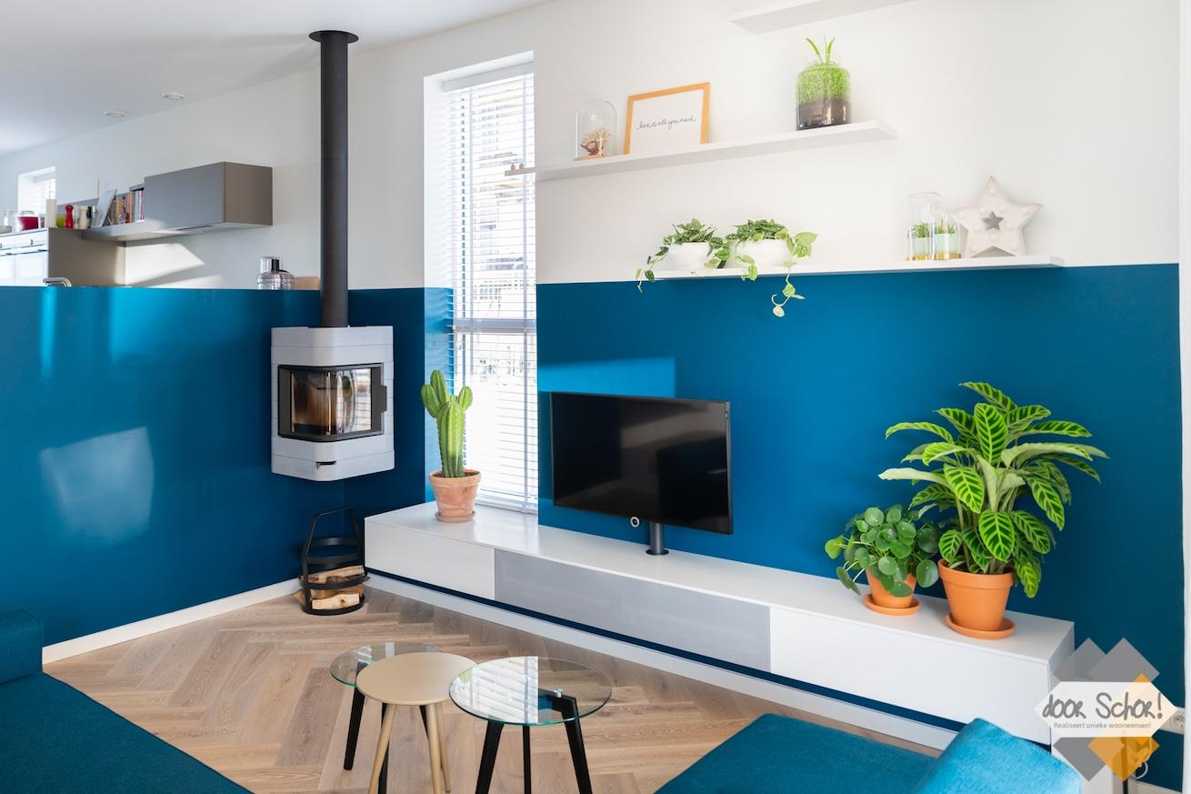 Een kleurrijke nieuwbouw woning doorschor for Wanden nieuwbouwwoning afwerken