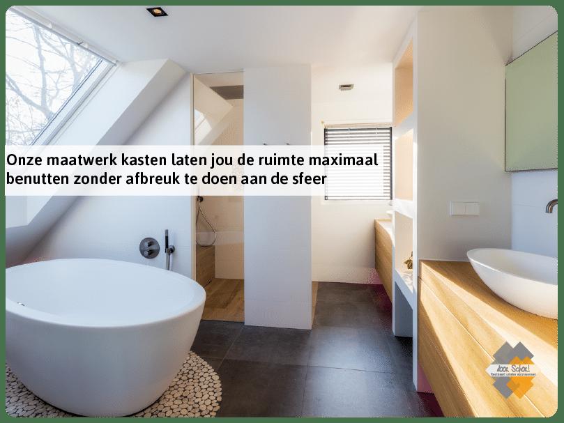 Eiken houten maatwerk kasten in een badkamer in Ede
